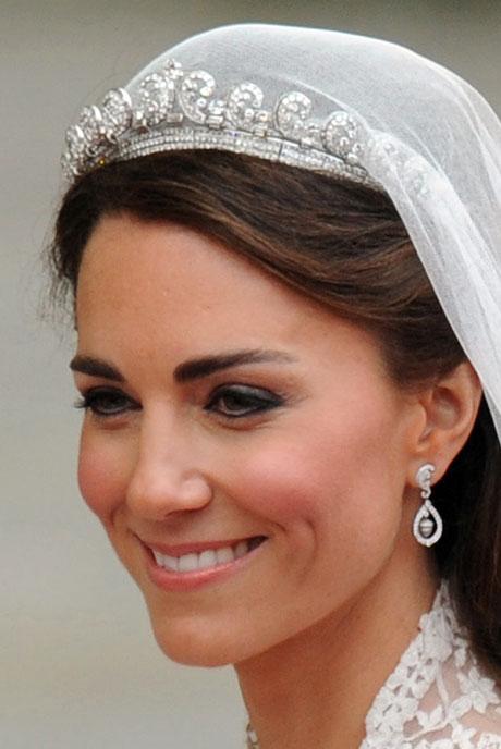 Kate middleton s wedding crown cartier halo tiara fashion in the