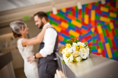 ModernlyWed_StudioEllePhotography_ModernOhioWedding_YellowRed_ArtMuseum_26