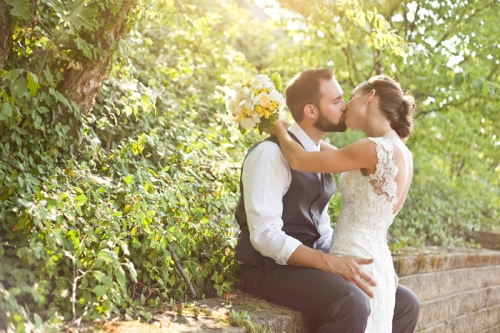ModernlyWed_StudioEllePhotography_ModernOhioWedding_YellowRed_ArtMuseum_34